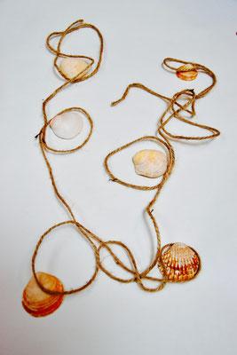 arabesques de ficelles et coquillages, atelier idéephémère, 64260 Bielle