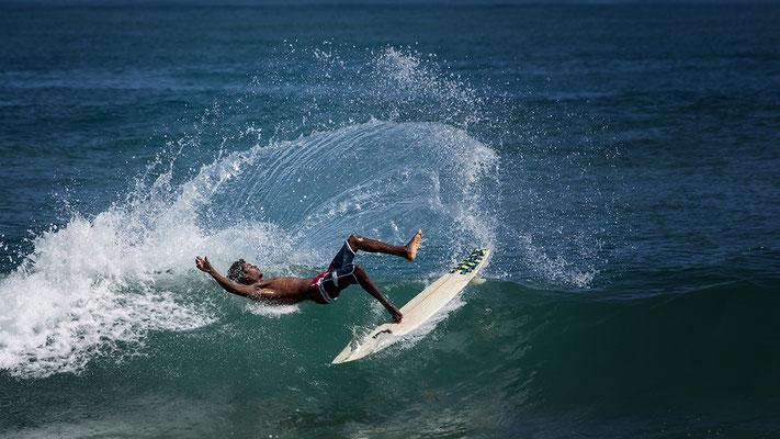 Surfer am Strand von Puerto Viejo de Talamanca Costa Rica