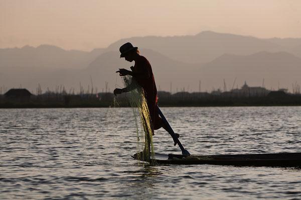 Einbeinfischer auf dem Inle See Myanmar