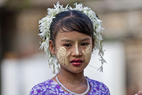 Burmensin mit Thanaka Paste, Myanmar