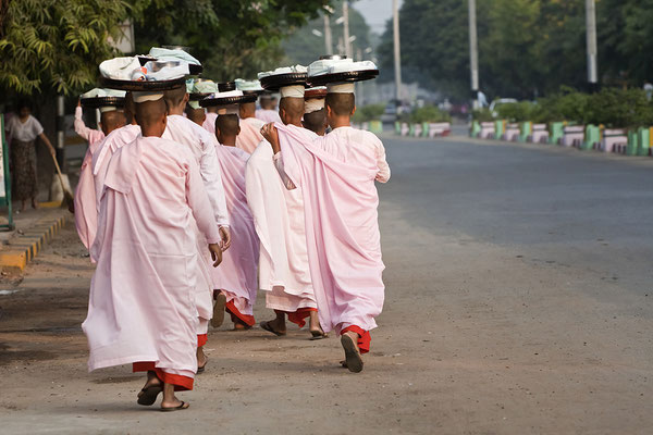 Nonnen in Sagaing  Myanmar
