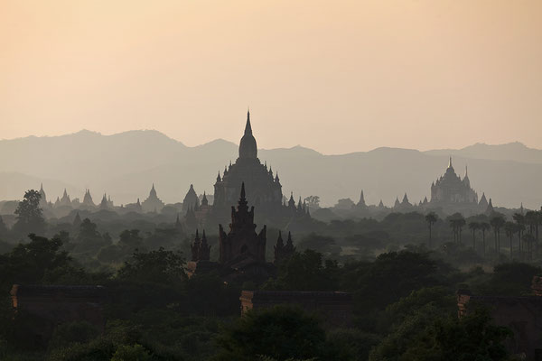 Tempel in Bagan bei Sonnenuntergang, Myanmar