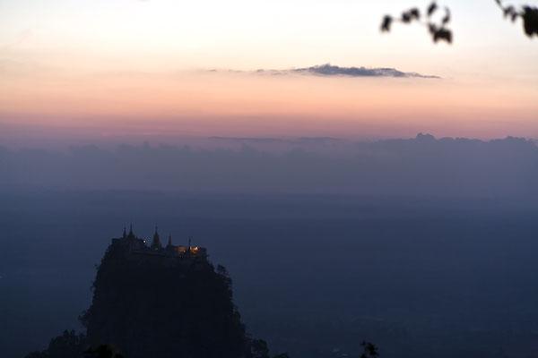 Mount Popa am Abend Myanmar