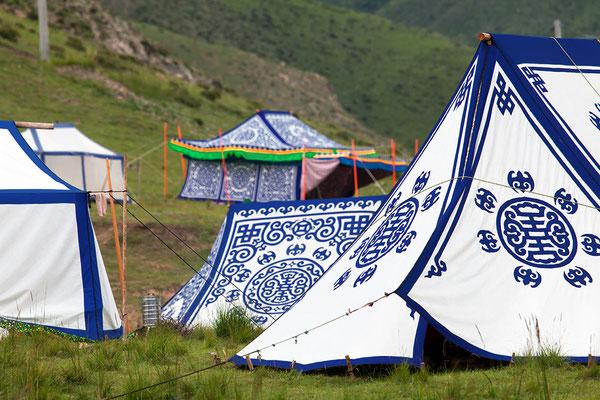 Tibetische Nomandenzelte auf den Weiden bei Xiahe China