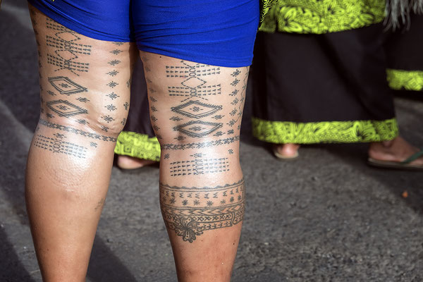 Samoanerin mit traditionellen Tattos