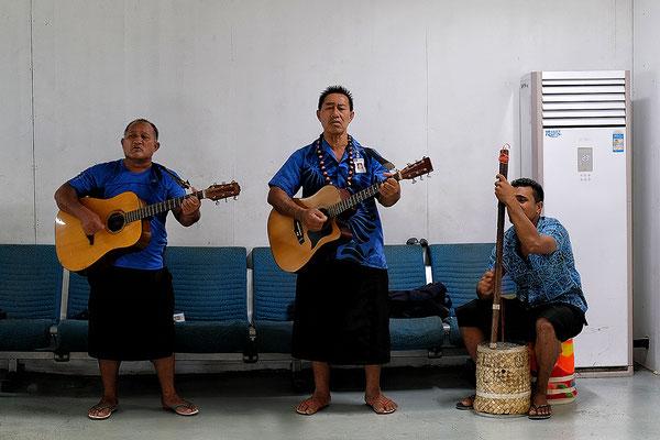 Begrüßung auf dem Flughafen von Apia