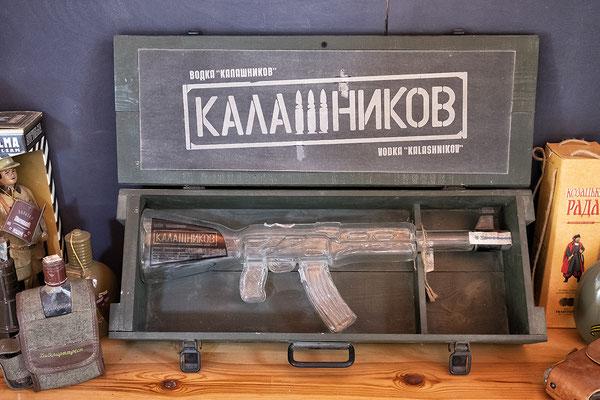 Wodka in der Kalaschnikow-Flasche