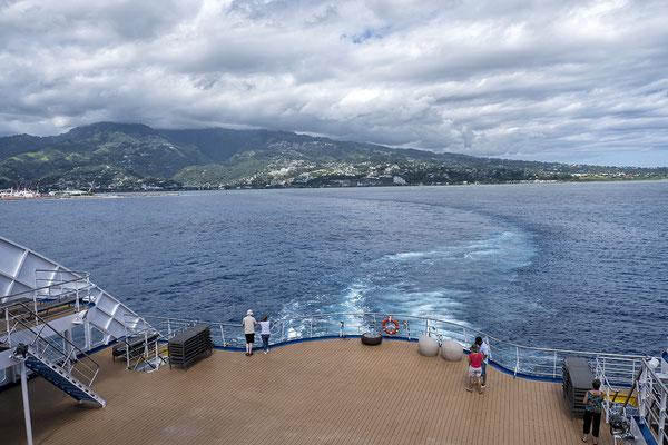 Ausfahrt des Frachters Aranui 5