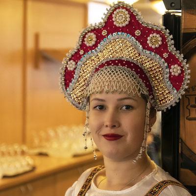 Frau in russischer Tracht