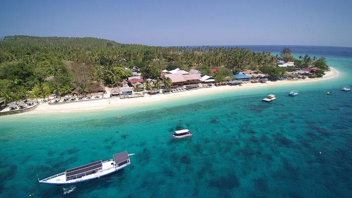 Am Strand von Pulau auf Sulawesi, Indonesien
