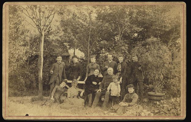 Bijhorende tekst zie volgende foto rond 1886 foto gemaakt door Nagant