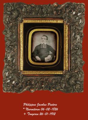 De foto is een van het daguerreotype genomen rond 1850 van deken Phillipus Peeters te Tongeren.