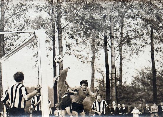 NFC-WVV 03-10-1971 0-2 1billen M 1stieners L