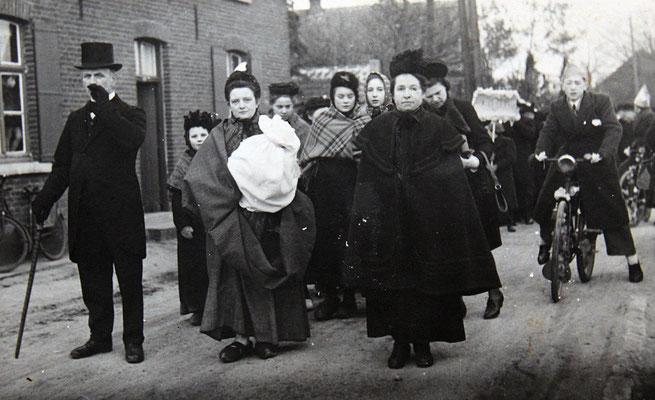 Gouden bruiloft Segers-neyens 1946 vrouw rechts kaatje joost
