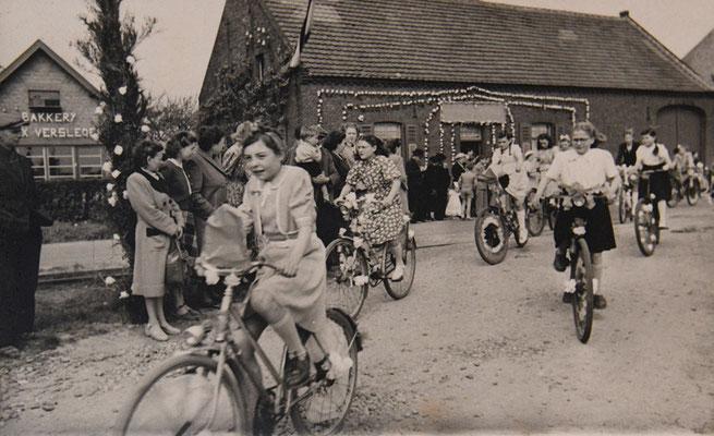 1950 neeroeteren 1ste fiets Lieske Hillen - 2de kneepkens 3de marie louise arits