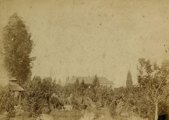 De tuin van Dokter Peeters met zicht op het klooster aan de Spilstraat 1886