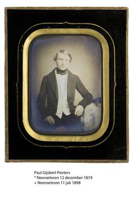 De foto is een van het daguerreotype genomen rond 1840, van mijn overgrootvader als jonge man. Peeters Paul Ghisbert geboren 12 december 1819 en overleden 11 juli 1898.  Burgemeester van 1864 tot 1898.