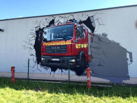 Feuerwehr auf die Fassade als Illusionsmalerei