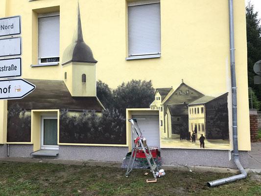 Fredersdorf mit einer frischen Fassadenmalerei