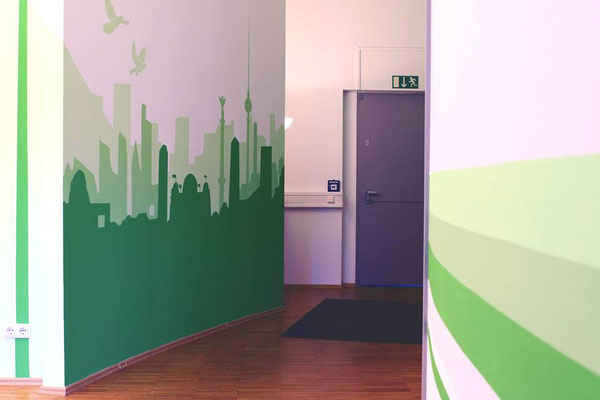 "Graffiti Büro Gestaltung der Berliner App Firma ""Karl Marx"""