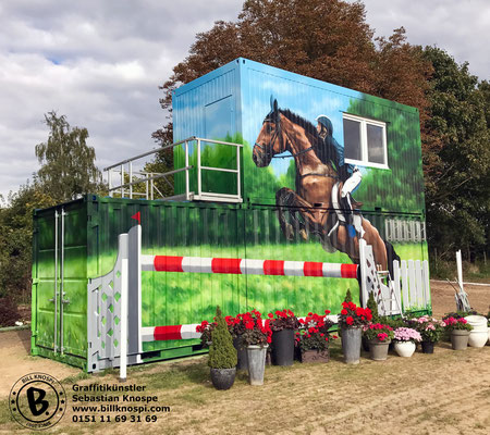Graffiti Künstler auf Pferdehof