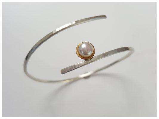 Armreif aus Silber mit Perle mit Feingoldumrandung