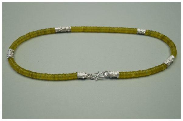 Serpentinkette mit gepunktete Elemente aus 925er Silber / 380,-€