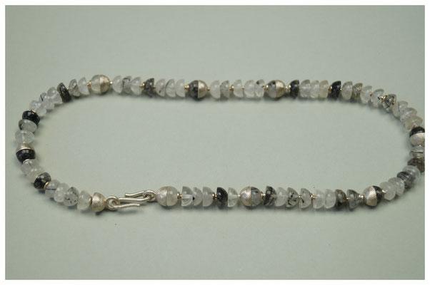 Kette aus Bergkristall mit Turmalinnadeln, mit 925er Silber Zwischenteile