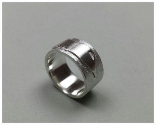 breiter Ring aus Silber mit Belötung