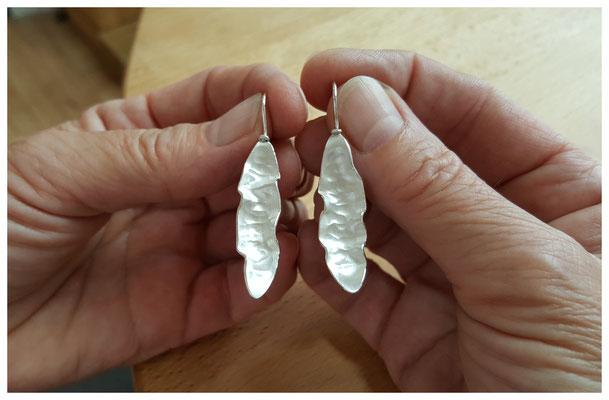 leichte organische Ohrhänger aus Silber