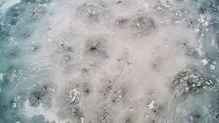 Vogelperspektive, Drohnenfoto, Drohnenbild, Schattenspiel, Luftaufnahme, Bayern, Feld, Weiss, Grün, Streifen, Bäume, Schatten, Muster, Flecken, See, Eis, Gefroren