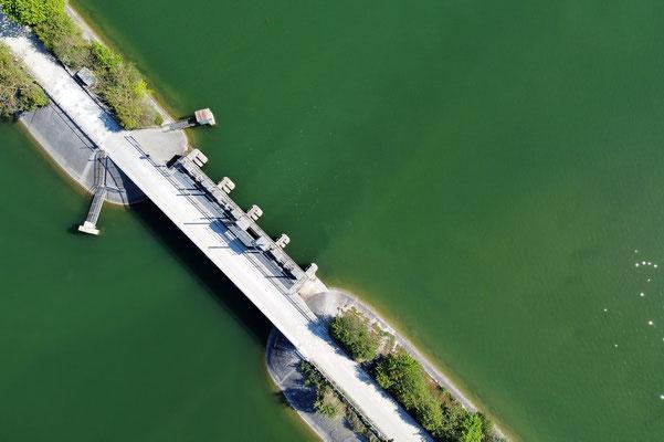 Drohnenfoto - Vogelperspektive - Drohne - Drohnenbild - Luftaufnahme - Straße - Brücke - Schleuse