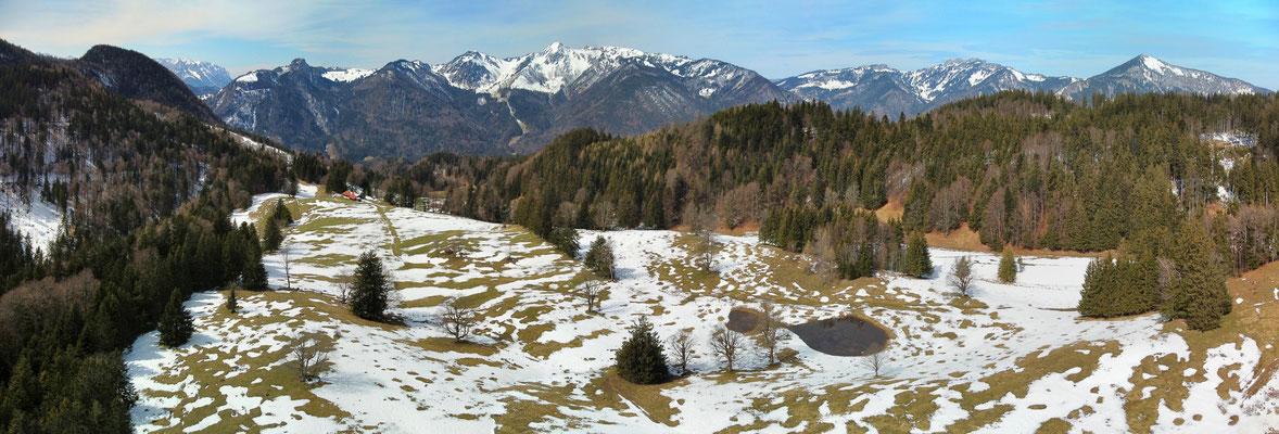 Panorama - Drohnenfoto - Landschaft - Bayern - Berge - Alpen - Winter - Ausflug - Wanderung - Chiemgau - Chiemhausalm