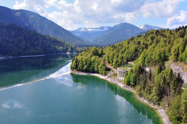 Vogelperspektive, Drohnenfoto, Drohnenbild, Luftaufnahme, Sylvensteinsee, Alpen, Berge, Speichersee