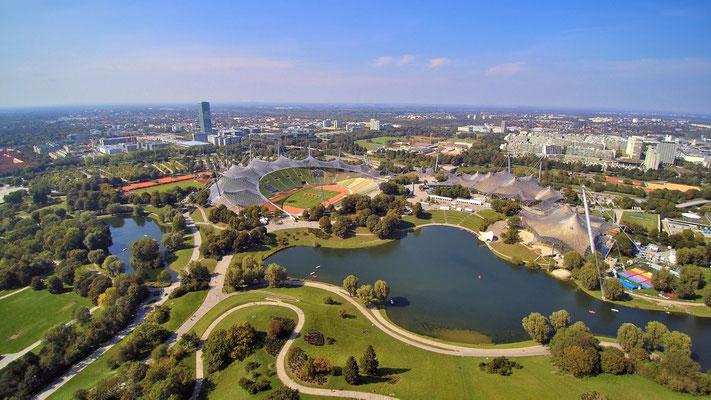 Drohnenfoto - Vogelperspektive - Drohne - Drohnenbild - Luftaufnahme - See - München - Olympiapark