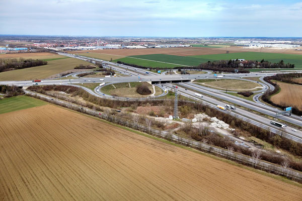 Drohnenfoto - Vogelperspektive - Drohne - Drohnenbild - Luftaufnahme - Landschaft - Autobahn - Ring