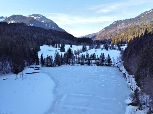 Vogelperspektive, Drohnenfoto, Drohnenbild, Luftaufnahme, Bayern, Alpen, Winter, Schnee, Berge, Suttensee, Sutten