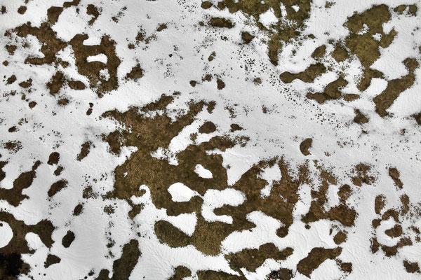 Vogelperspektive, Drohnenfoto, Drohnenbild, Schattenspiel, Luftaufnahme, Landschaft, Bayern, Feld, Schnee, Schatten, Muster, Flecken, Wald, Winter