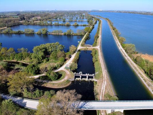 Drohnenfoto - Vogelperspektive - Drohne - Drohnenbild - Luftaufnahme - See - Stausee - Damm