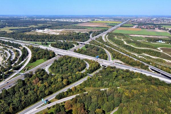 Drohnenfoto - Vogelperspektive - Drohne - Drohnenbild - Luftaufnahme - Autobahn - Straßen