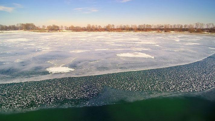 Drohnenfoto - Vogelperspektive - Drohne - Drohnenbild - Luftaufnahme - See - München - Unterföhring - Feringasee - Winter - Eis