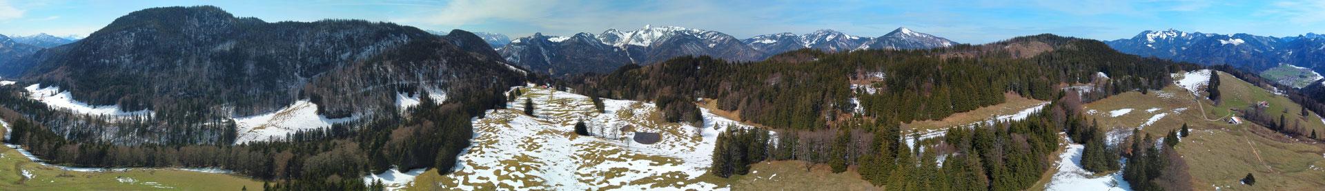 Panorama - Drohnenfoto - Landschaft - Bayern - Berge - Alpen - Winter - Ausflug - Wanderung - Chiemgau - Chiemhausalm - 360 Grad