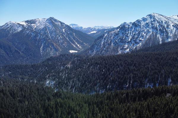 Vogelperspektive, Drohnenfoto, Drohnenbild, Luftaufnahme, Landschaft, Bayern, Alpen, Berge, Wanderung, Winter, Wald, Schatten, Schnee, Aueralm