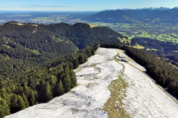 Vogelperspektive, Drohnenfoto, Drohnenbild, Luftaufnahme, Zwieselberg, Alpen, Winter, Schnee, Berge, Grat, Hütte, Winterwanderung