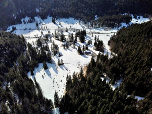 Vogelperspektive, Drohnenfoto, Drohnenbild, Luftaufnahme, Bayern, Alpen, Winter, Schnee, Berge, Sutten