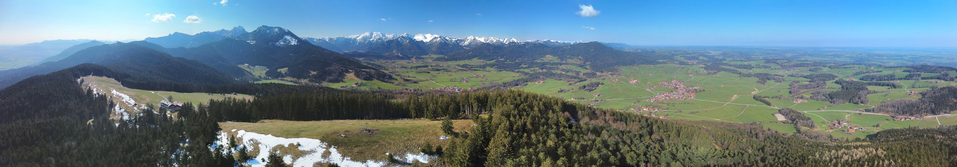 Panorama - Drohnenfoto - Landschaft - Bayern - Berge - Alpen - Winter - Ausflug - Wanderung - Gipfel - Gipfelkreuz - Chiemgau - Schwarzenberg