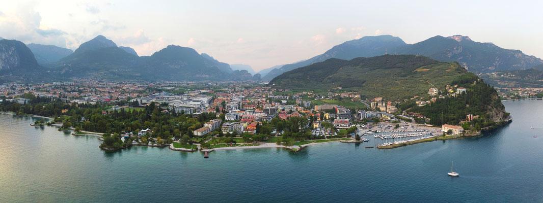 Panorama - Drohnenfoto - Landschaft - Italien - See - Riva del Garda - Sommer - Ausflug - Urlaub - Halbinsel - Gardasee -