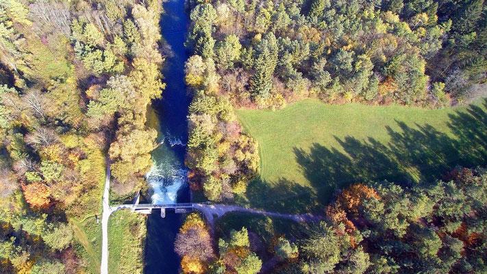 Drohnenfoto - Vogelperspektive - Drohne - Drohnenbild - Luftaufnahme - Fluss - Damm - Wald - Wasserfall
