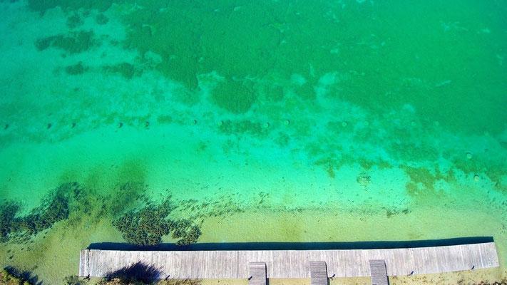 Drohnenfoto - Vogelperspektive - Drohne - Drohnenbild - Luftaufnahme - See - Türkis - Steg