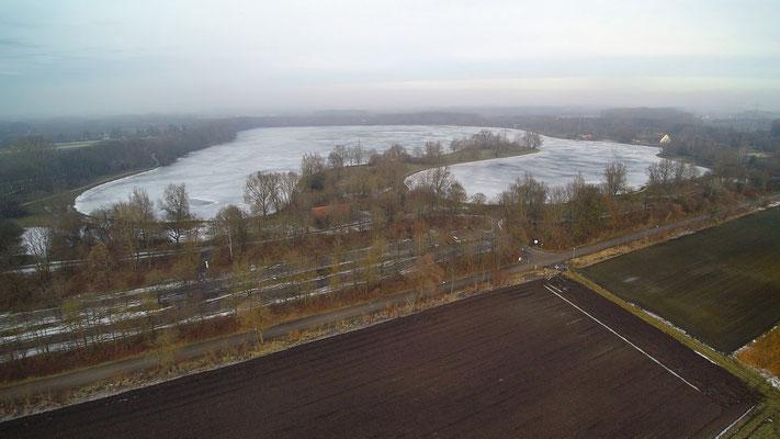 Drohnenfoto - Vogelperspektive - Drohne - Drohnenbild - Luftaufnahme - See - München - Unterföhring - Feringasee - Herbst